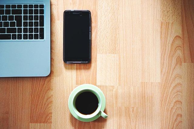káva, mobil a pc