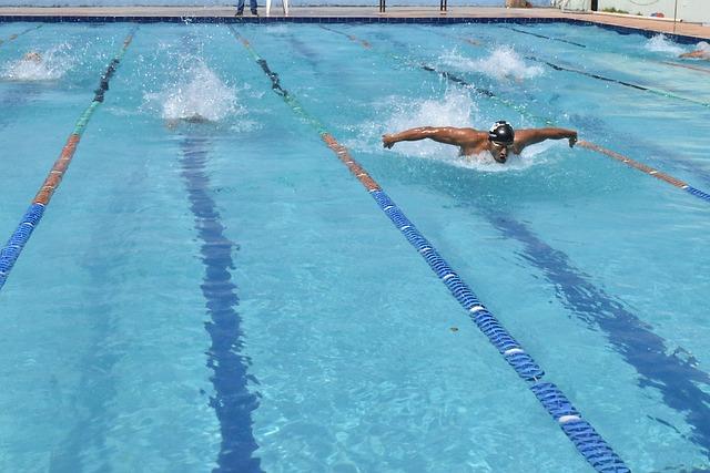 závodník plave
