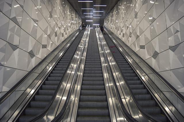 zářivky v metru