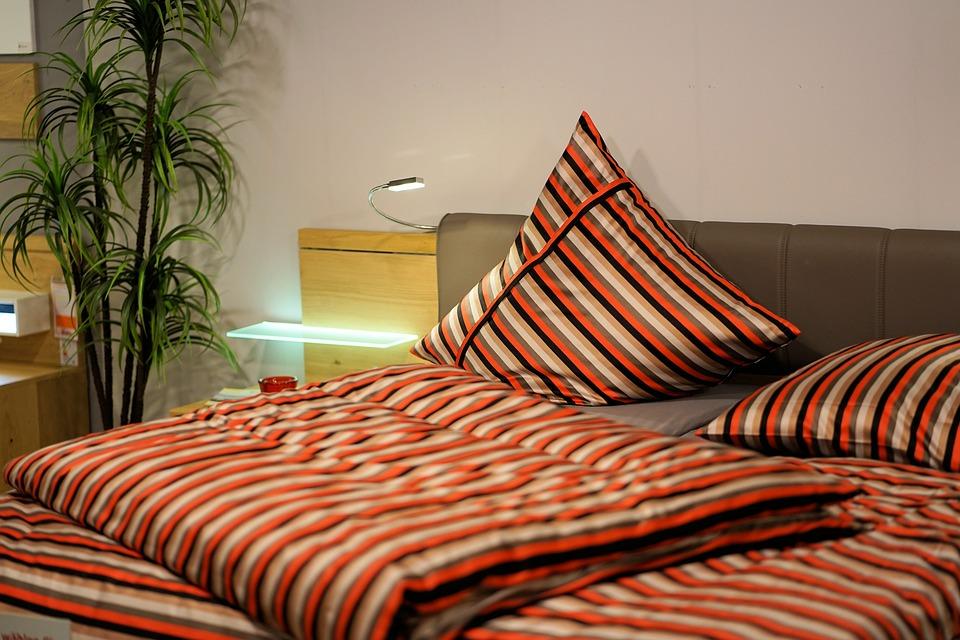 Jak velkou vybrat postel z masivu